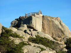 Casteddu di u Comti Pazzu : bloc sommital avec parapet et fortifications