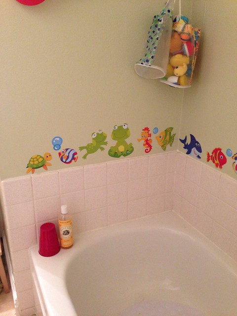Bathtub with sticker border