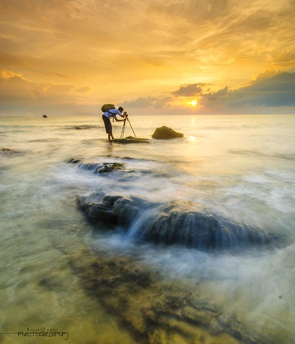 Capturing.. by Ahmad Fahmi (markthedg)