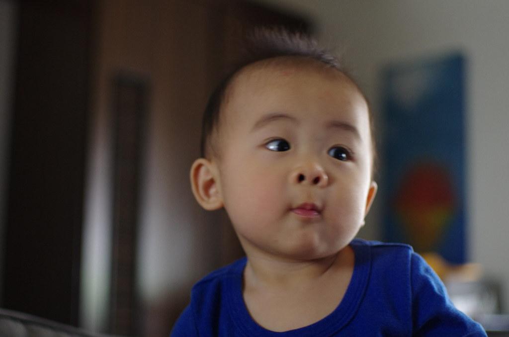 試看看k5高iso 跟FA43大光圈在室內拍小孩的表現!!