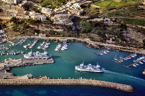 ferry malta seaplane gozo aerialimage gozochannel mgarrharbour mġarr afsdxnikkor1855mmf3556gvr ċirkewwa iamnikon d3100 nikond3100 dhc3turbinesingleotter