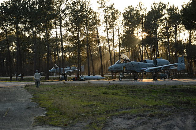 Maintainers recover A-10 Thunderbolt II jets from the 81st Fighter Squadron after a mission in Monte Real, Portugal, Feb. 14, 2013.