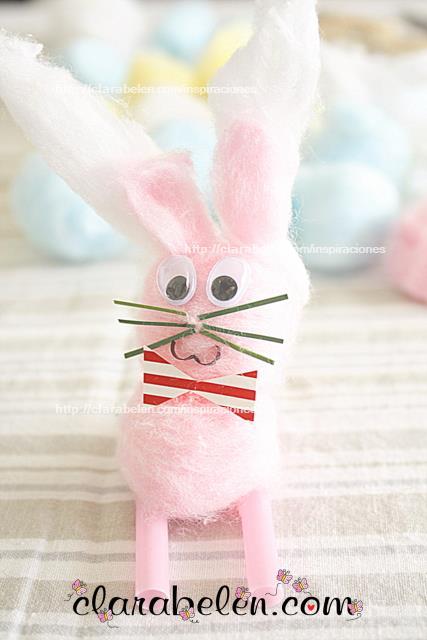 Conejo de Pascua hecho con algodón
