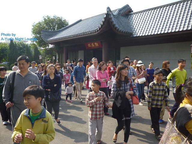 超過50人點水樓前集合參加梯次導覽、開始導覽