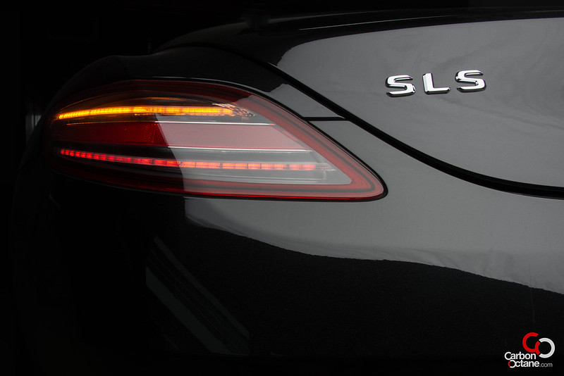 2013_Mercedes_SLS-Roadster_rear_tail_light_close.jpg