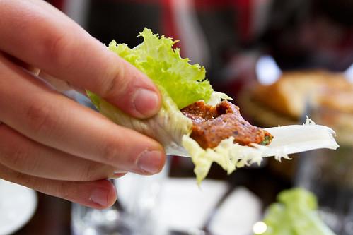 Çiğ köfte and lettuce