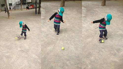 公園でボール蹴り 2013/4/18