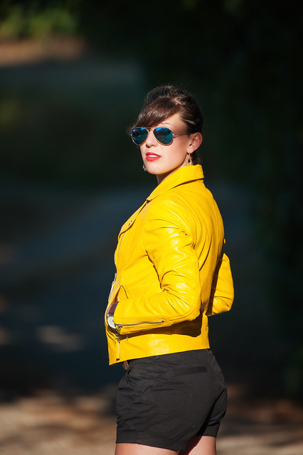 Elodie : Portrait : Nikon D700  : Nikkor 200 500 mm F5.6 AFS VR : Leather Jacket