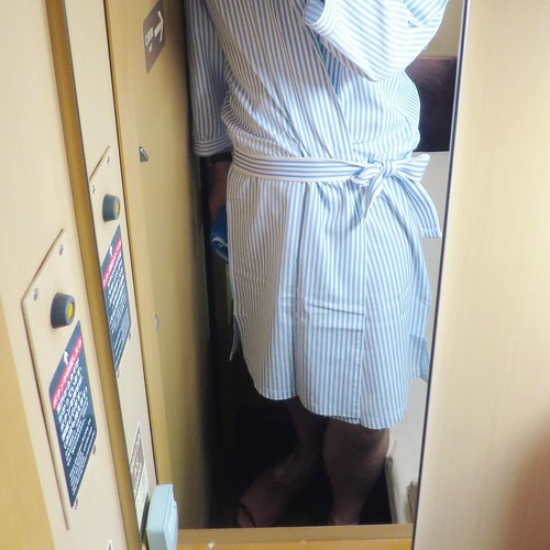 備え付けの寝間着はちょっとちっちゃすぎるけどな。膝丈だよ。 #サンライズ瀬戸