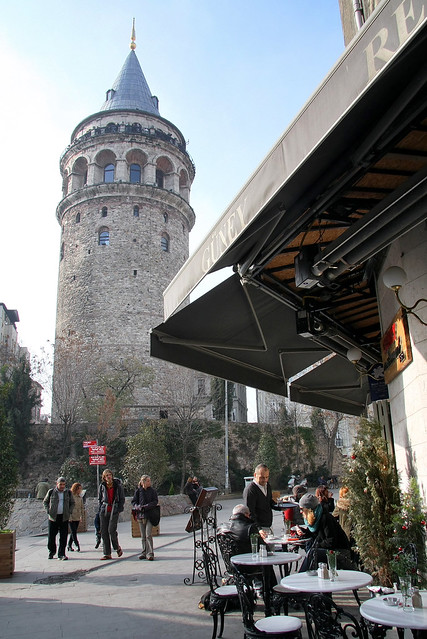 Galata Tower and a cafe, Istanbul, Turkey イスタンブール、ガラタ塔とカフェ