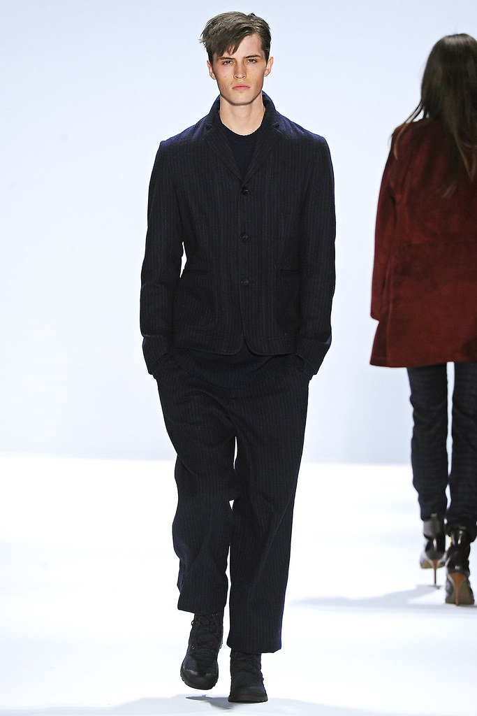 Taylor Cowan3012_FW12 NY Richard Chai Love(VOGUE)