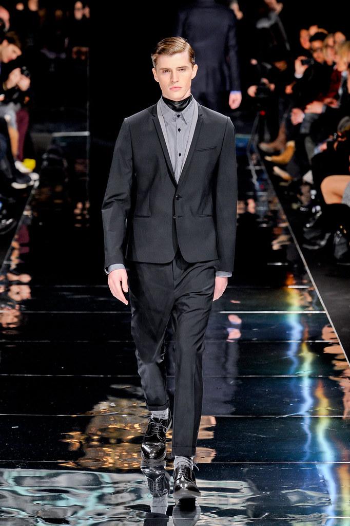 Taylor Cowan3009_3_FW12 Paris Bill Tornade(fashionising.com)