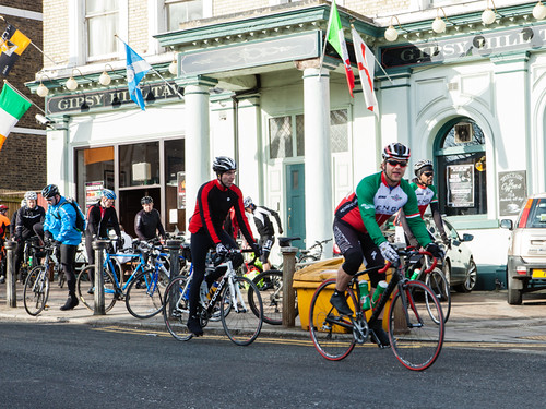 Cyclist at the London Classic leave the Gipsy Hill Tavern