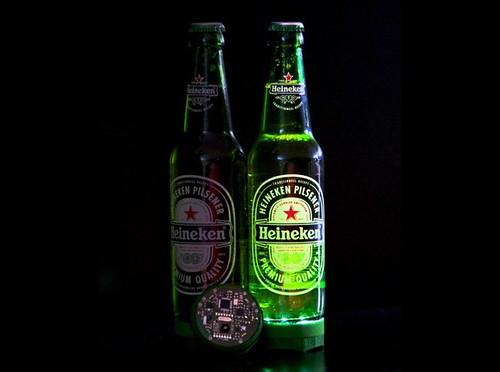 Heineken устроила световое шоу с помощью светодиодов и пивных бутылок