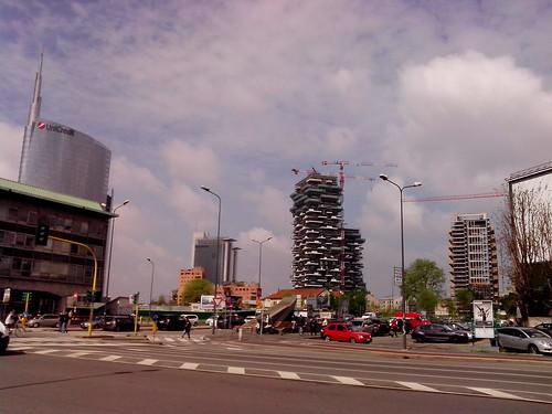 Nuova Milano che cresce con il verde by Ylbert Durishti