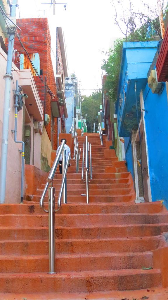 Steps upto Jungang Park