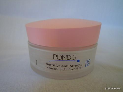 Crema nutritiva-antiarrugas de Pond's acabada