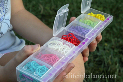 how-to-rainbow-loom-frugal-03 & How to Rainbow Loom Frugally - The Vintage Mom