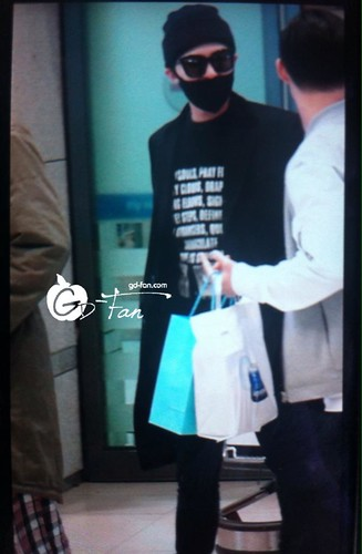 Big Bang - Incheon Airport - 10apr2015 - G-Dragon - GD Fan - 01