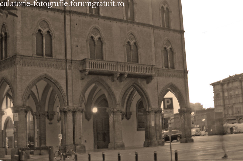 Bologna, Italia - oraşul celei mai vechi universităţi din lume, la primele clipe ale dimineţii 8608403082_5212f2ef4b_c