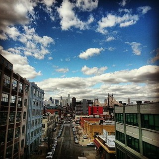 View of Manhattan's skyline from the 7 train. (Photo by Bruno J. Navarro.)