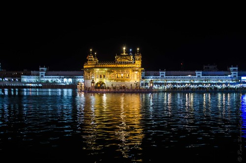 Beauty of Golden Temple at Night
