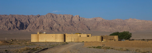 desert iran silkroad yazd caravanserai zeinodin