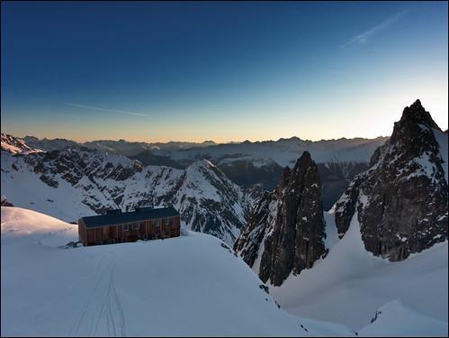 winter snow ski mountains sunrise schweiz switzerland suisse hut wallis cabane valais montagnes saleinaz pleureuses