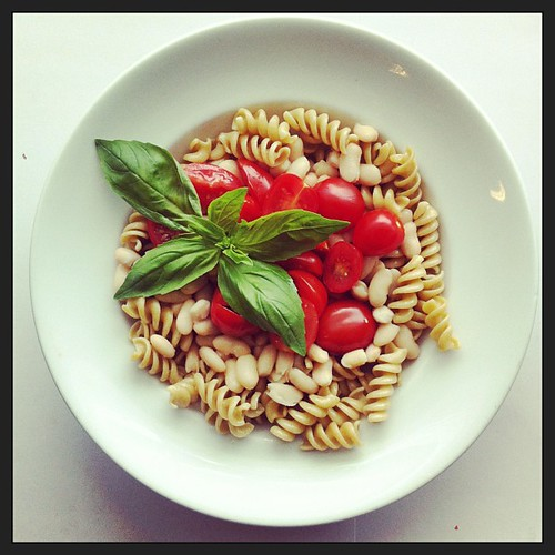 Tomatoes, cannellini beans, whole grain fusilli pasta, basil, vegetarian, vegan, salad by Salad Pride