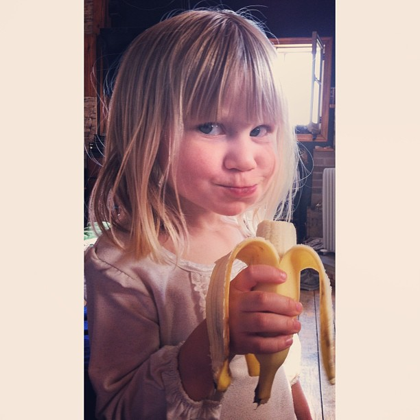 "She totally looked at me and said ""What?!"" :D  #squaready #shekillsme #cmig365apr #banana #snacktime"