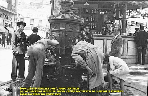 Barcelona, la ciudad estimada y fotografiada por Agustí Centelles i Ossó. by Octavi Centelles