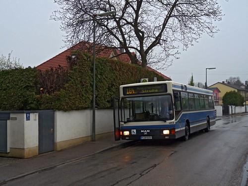 An der Augustenfelder Straße beginnt die Linie 164 zum Westfriedhof.
