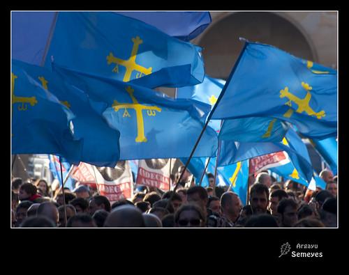 Banderes al vientu nordés by Argayu