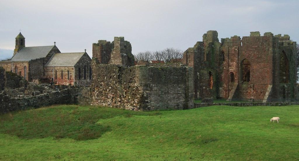 Las ruinas de la abadía de Lindisfarne. Reino Unido. Autor, Russ Hamer