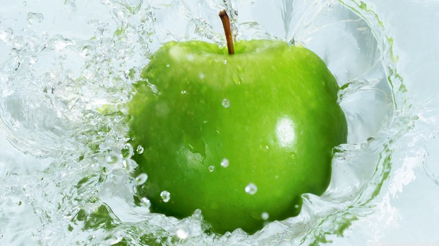 Free HD Fruit And Water Splash Wallpapers For Wide Screens
