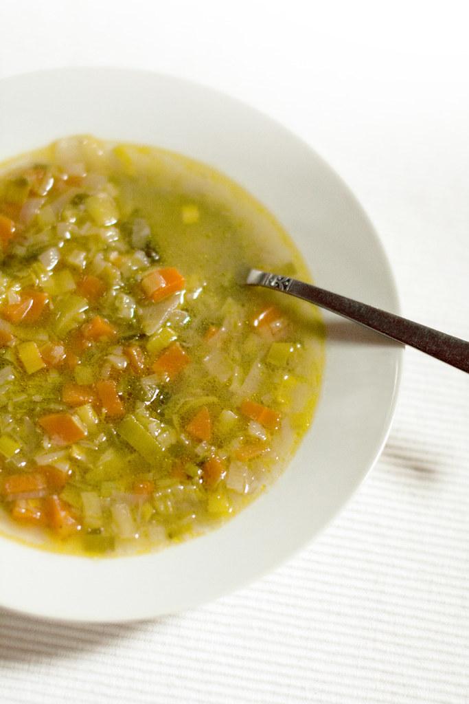 Sopa sin almidón de puerro y zanahoria