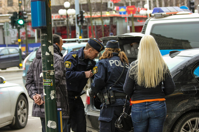 how to become a swedish police officer