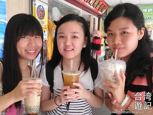 taiwan trip blog day 2 ximending taipei 101 agnes b cafe wufenpu raohe night market 10