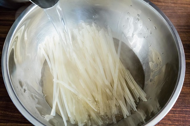 steeping rice noodles