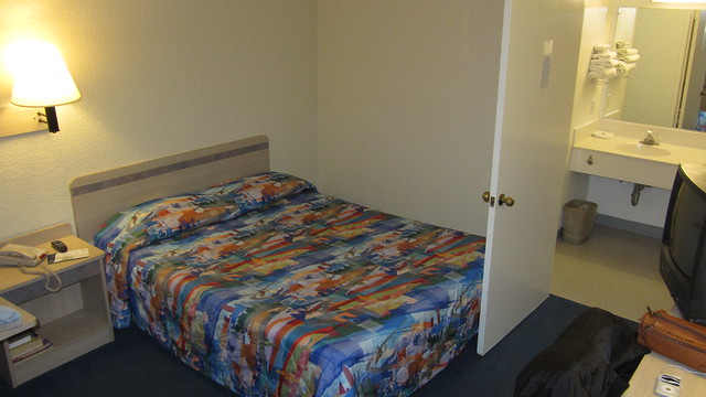 IMG_8703 motel 6 six barstow