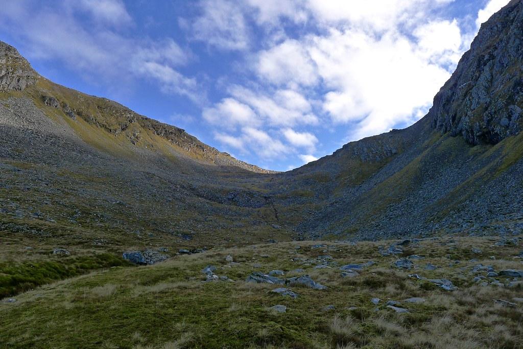 The climb to the Bealach an Lochain Uaine