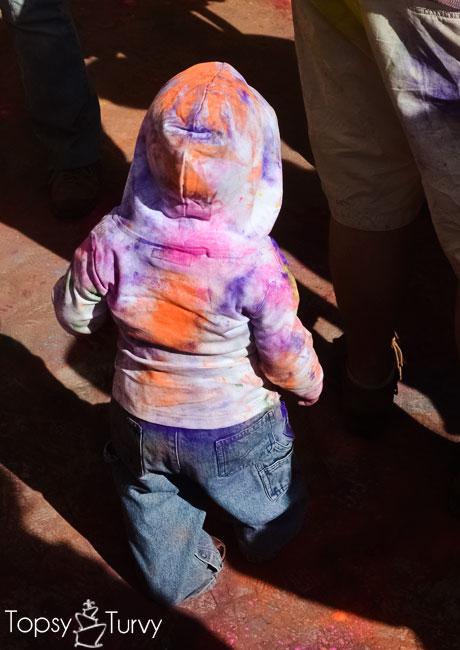 festival-color-baby-boy-crowd