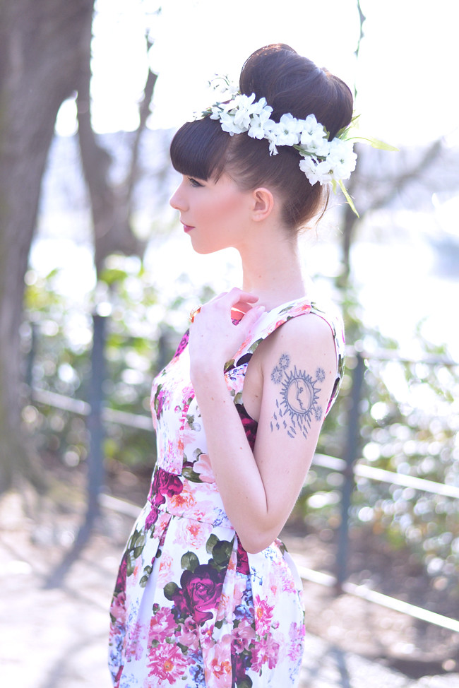 Floral dress miu miu bag outfit 9