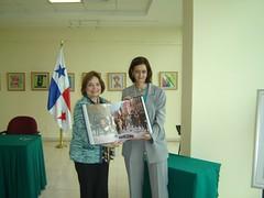 """Gobierno mexicano dona a Panamá libro """"México 200 años""""."""