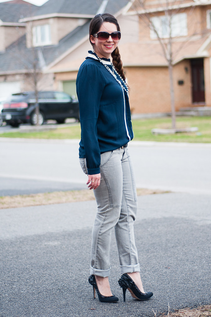 63f712b7d7e9ce grey jeans navy blouse black pumps | defnotmartha | Flickr