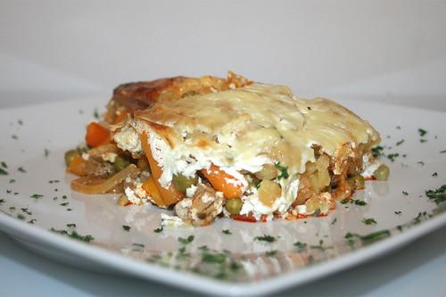 26 - Gyros-Rösti-Auflauf mit Feta - Seitenansicht / Gyros rösti casserole with feta - Side view