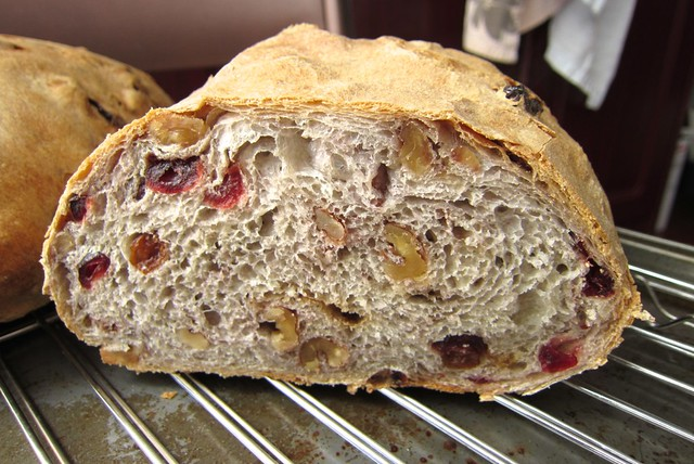 201304 walnut raisin cranberries bread with premiere moisson white flour 3