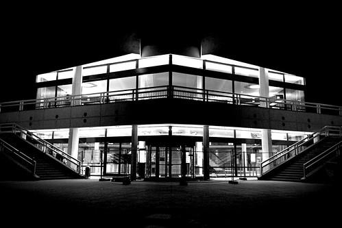 Berliner Fernsehturm bei Nacht, unten