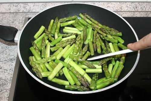 20 - Grünen Spargel kurz anbraten / Stir-fry green asparagus