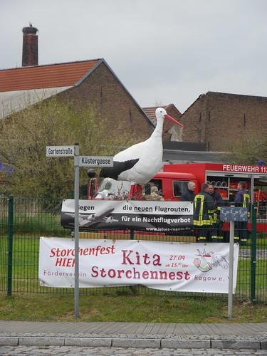 Storchenfest mit Feuerwehr und Störchen